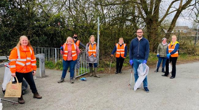 Christian Wakeford MP with volunteers from Radcliffe Litter Pickers