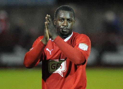 Pablo Mills has signed for Bury