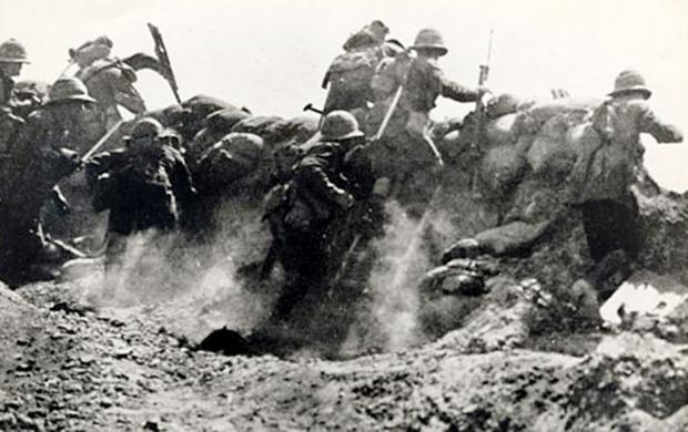 OVER THE TOP Soldiers fighting in Gallipoli