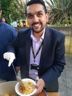 Cllr Tamoor Tariq volunteering by helping to feed homeless people in Manchester during National Volunteering Week